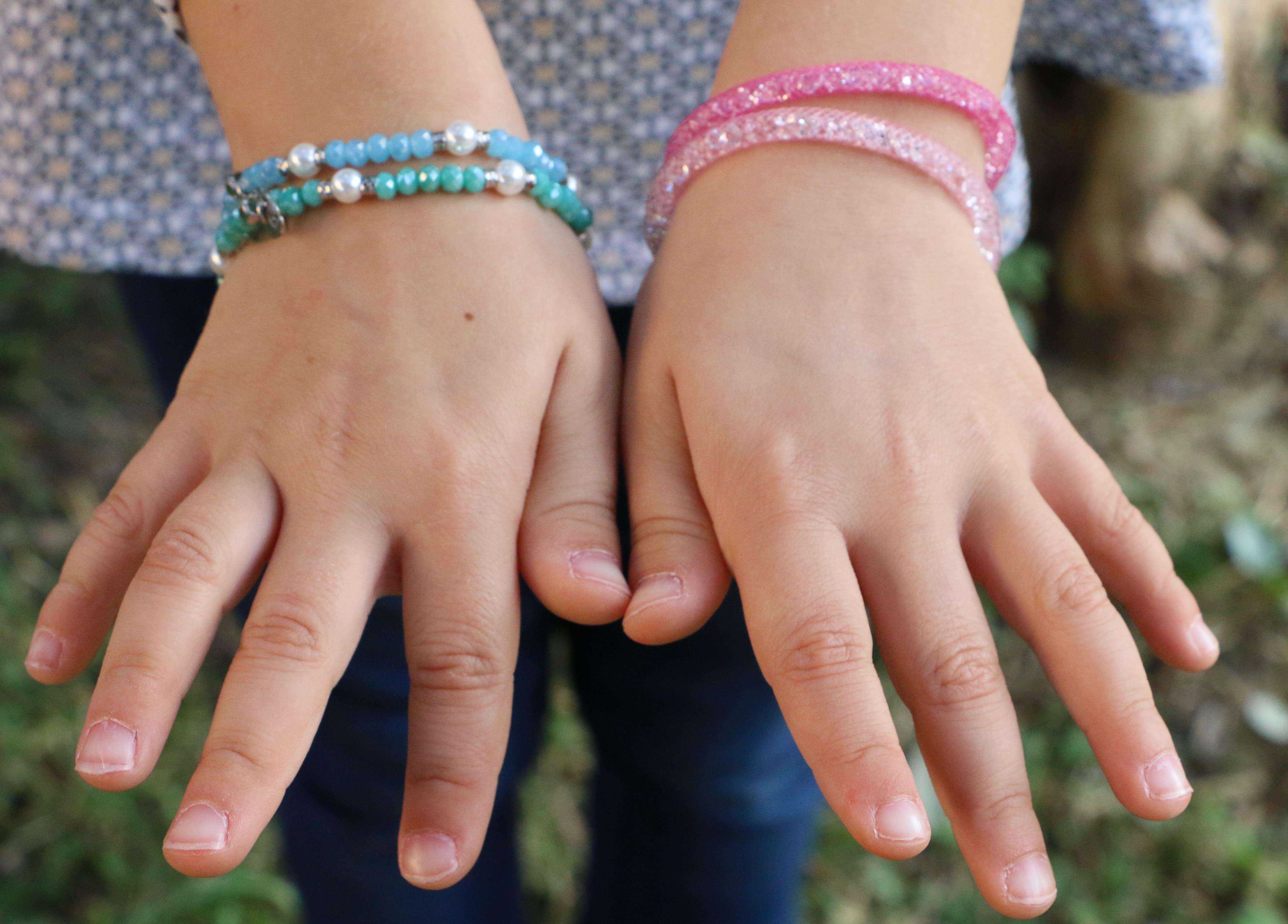 braccialetti argento 925 colorati indossati bambina